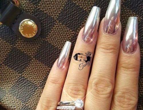 Spiegeltje, spiegeltje aan de… Uhh, op je nagels!
