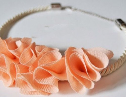 DIY: floral necklace