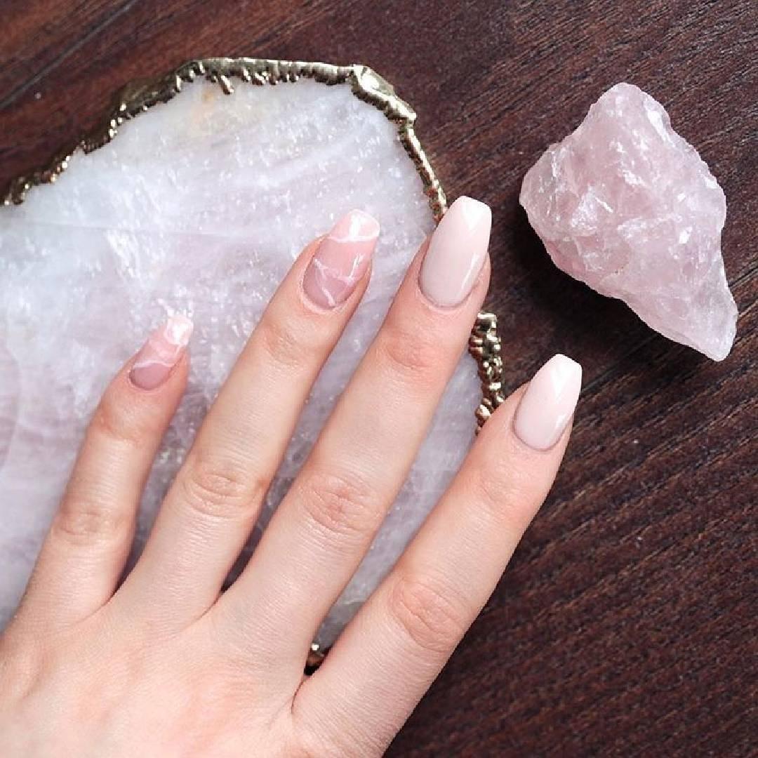 Rozenkwarts nails