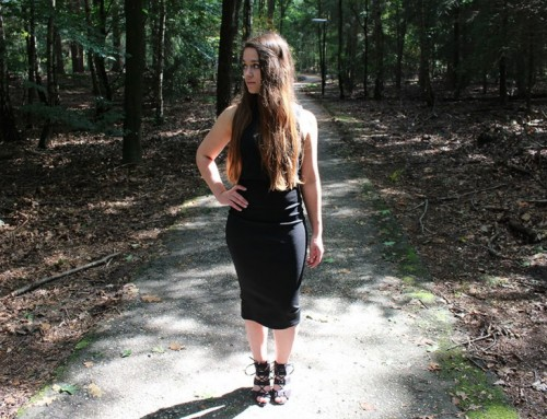 Boohoo ervaring & black dress outfit